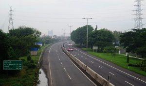 Cara aman berkendara di jalan tol bagi pemula