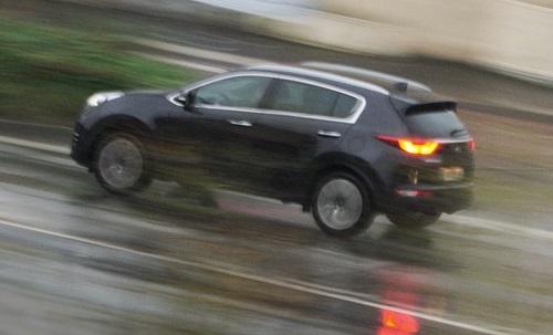 Cara agar mobil bermesin kecil LCGC kuat menanjak